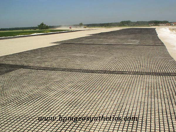 Biaxial plastic geogrid for road reinforcement